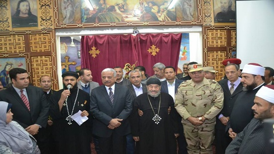 Governor and senior officials of Suez congratulate the Copts on Christmas
