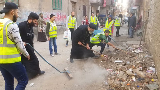 Priests of Beni Suef clean the streets in new initiative