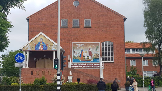 Bishop Arsani inaugurates the mural of the Holy Family in Amsterdam