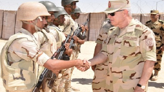 Egypts military chief-of-staff visits troops in N. Sinai, praises anti-terrorism efforts