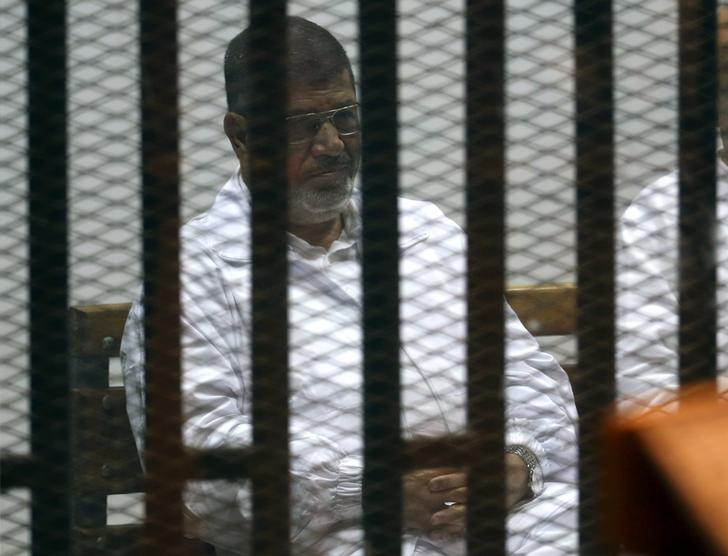 Mursi appears in first court hearing of new espionage trial