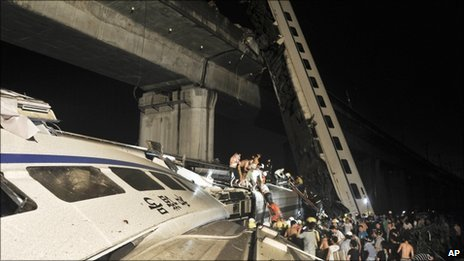 China: Express train derails in Zhejiang province