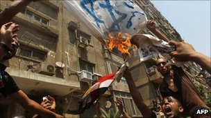 Israeli regrets over clash fail to end Egypt protests