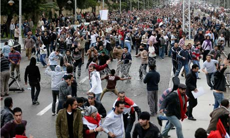 Pro-Morsi crowd leaves Egypt's presidential palace, but more violence feared
